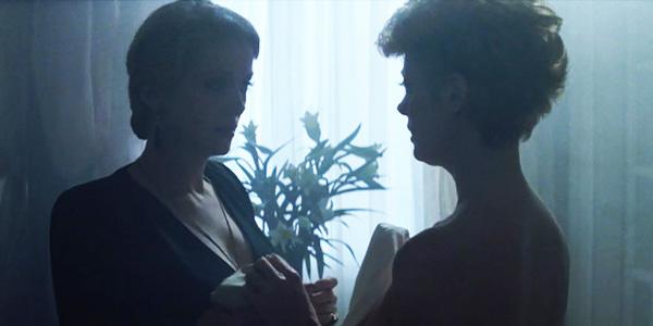 the-hunger-1983-miriam-sarah-vampires-lesbian-sex-scene-catherine-deneuve-susan-sarandon